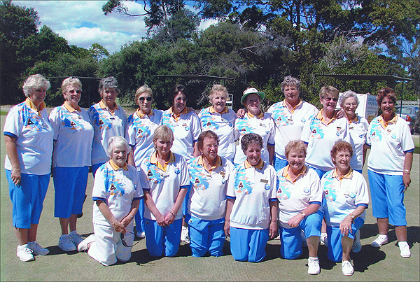 Frankston RSL Lawns Bowls Team in matching club colours. Supplied and manufactured by domino, the leading manufacturer and supplier of coloured bowls clothes and lawn bowling gear
