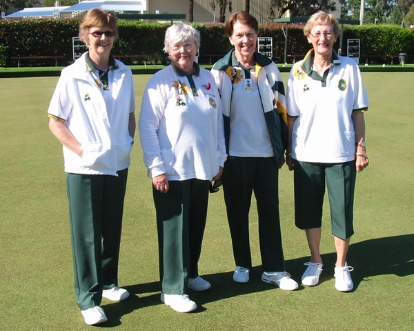 Mt Eliza Ladies Lawns Bowls Team in club colours - Domino for mens and womens coloured bowls clothes
