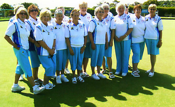 Mt Martha Lawn Bowls Club in club colours as supplied by dominos Bowls Wear - top bowls wear manufacturers